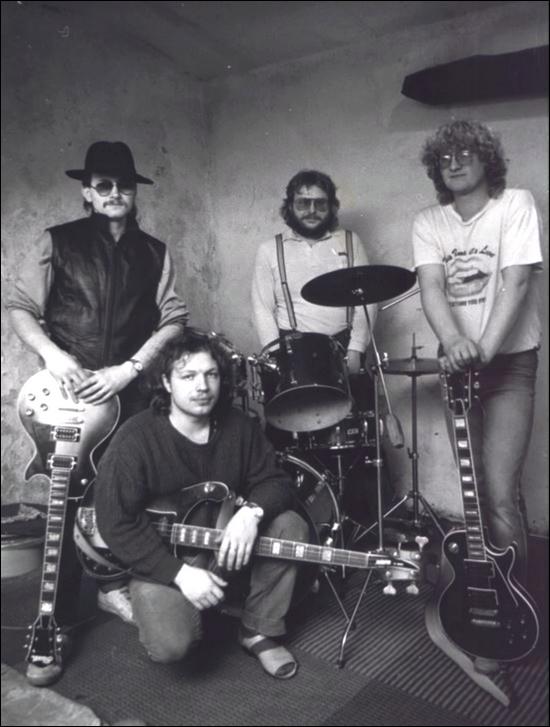 Ohluchlý hudebník hrál ve skupině Nero na baskytaru.